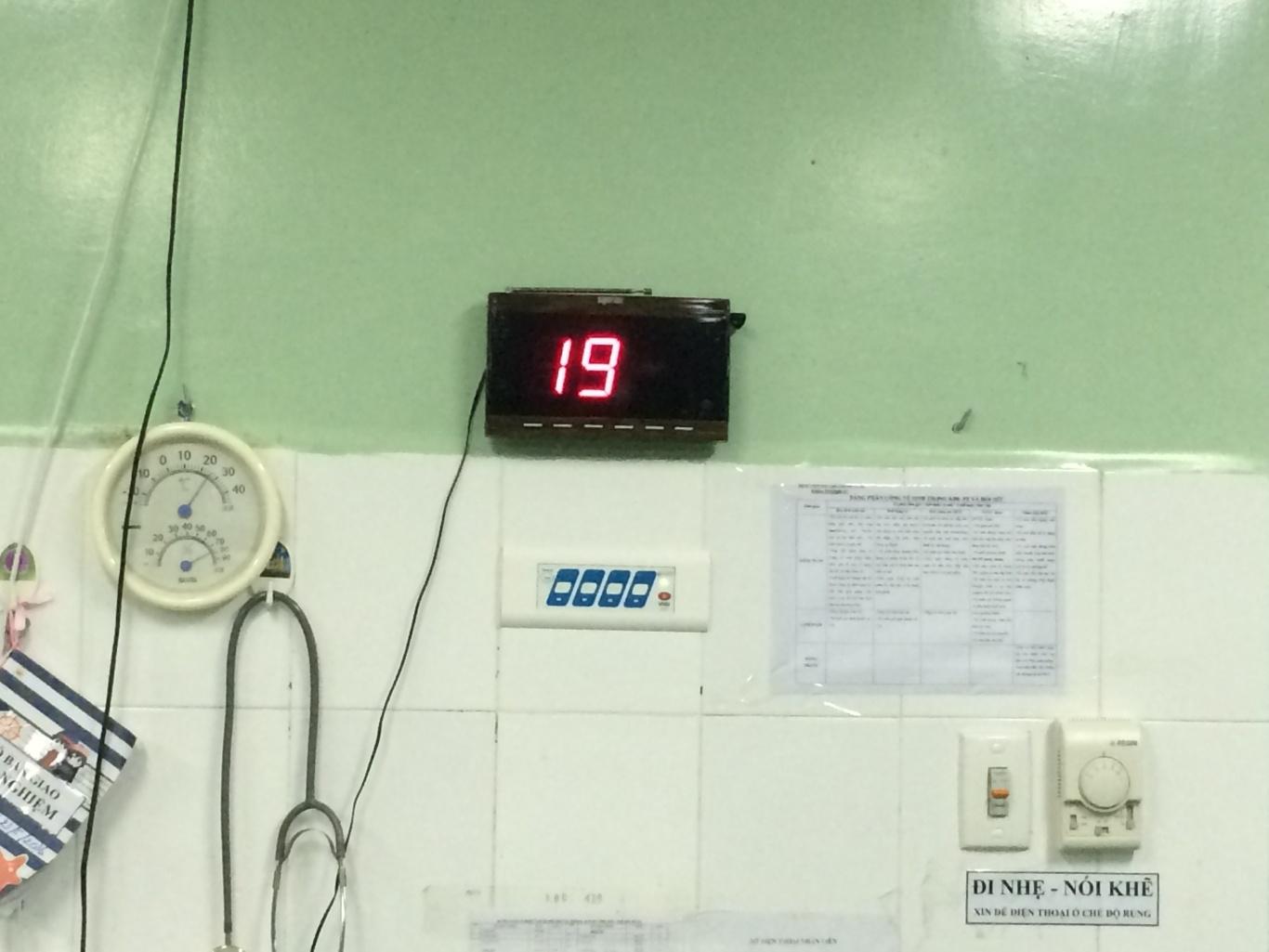 khoa gây mê hồi sức BVPS nhi Đà Nẵng đã lắp đặt màn hình hiển thị chuông gọi y tá SR-2003