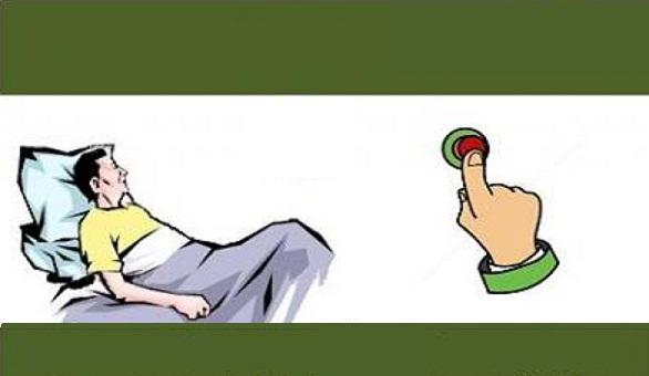 bệnh nhân nhấn nút chuông gọi y tá ở đầu giường để gọi trợ giúp