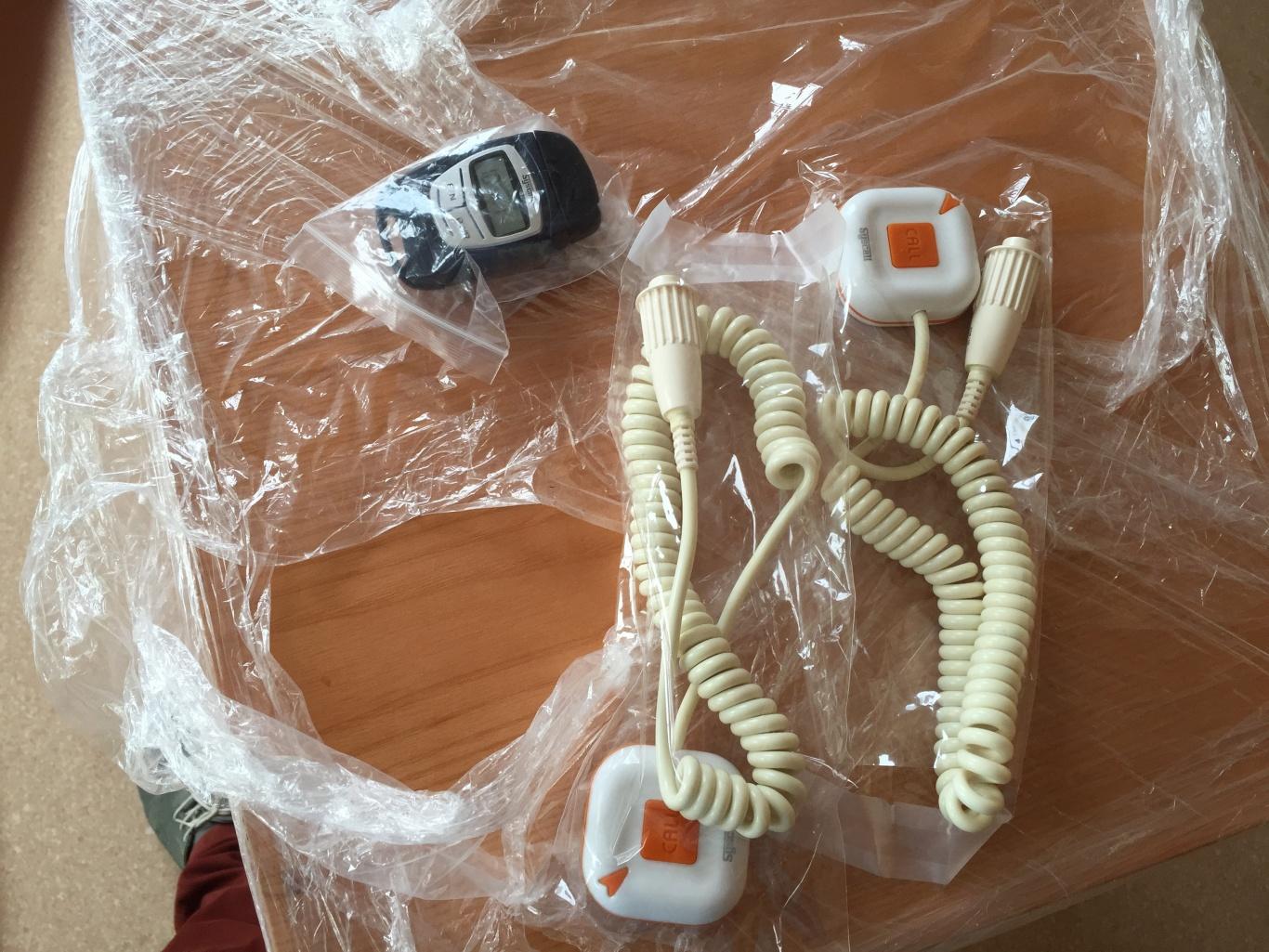 những nút chuông gọi y tá WS-100 được chuẩn bị để lắp đặt tại phòng khám